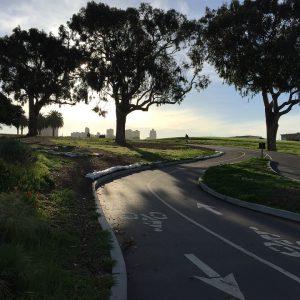 piste cyclable avec vélo électrique