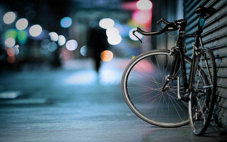 Comment fixer un porte-vélo sur une caravane ?