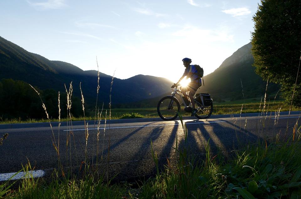 Comment recharger la batterie d'un vélo électrique ?