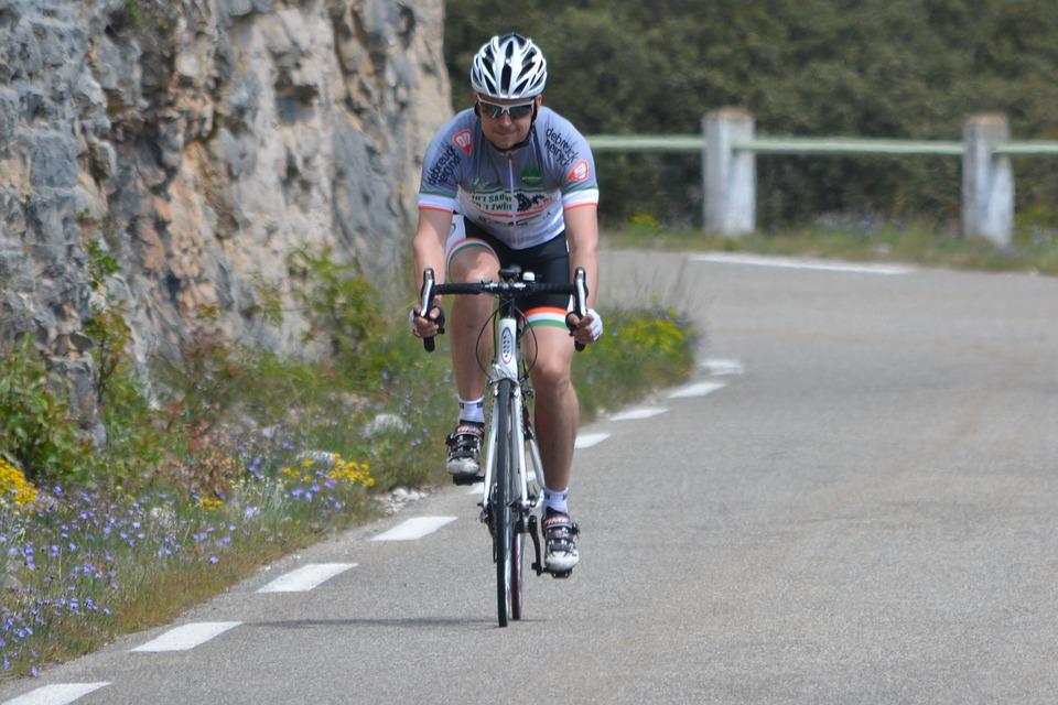 Le défi d'Aloïs : faire du vélo pour récolter des dons contre la maladie Alzheimer